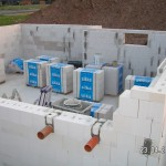 Die Leerrohre für Abwasser und Wärmepumpe
