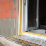 Die Fensteranschlüsse bekommen Armierung