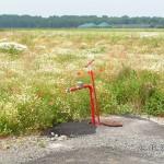 Ein Standrohr steckt im Hydranten