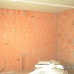 Die Wände werden aufgebohrt und geschlitzt