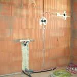Auch im Bad kann die Wand verputzt werden