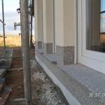 Buntsteinputz passend zu Außenfensterbänken