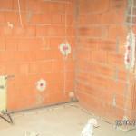 Die Leitungen verlaufen in 20 cm von der Wand
