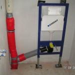 Abwasserrohr und WC-Installation