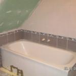 Die Badewanne aufgestellt und angeschlossen