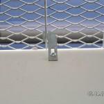 Gitterrost-Sicherung für Lichtschächte gegen Anheben