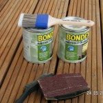 Die Terrasse wird mit Hartholzöl geölt