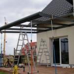 Die Terrassenüberdachung wird gebaut