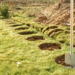 Löcher markiert und Rasen entfernt