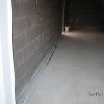 Die Kunststoff-Leitungen gehen im Boden weiter