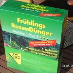 Günstige Rasendünger sind nicht gut granuliert...