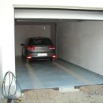 Premiere: Ein Auto auf dem Garagenboden