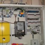Der schwarze Stromzähler für Wärmepumpenstrom wird ausgebaut