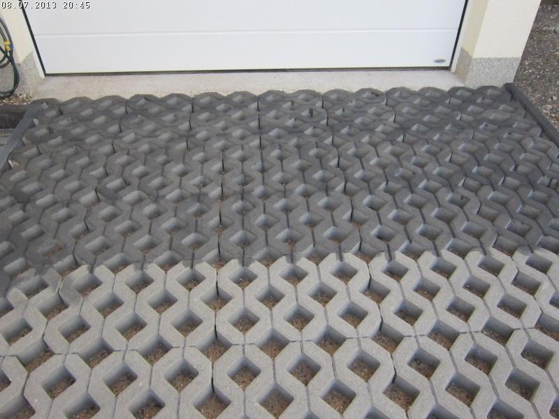 die garageneinfahrt wird gepflastert teil 2 baublog von katja alexey. Black Bedroom Furniture Sets. Home Design Ideas