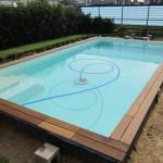 Hier ist der Zwischenstand: Holz am Pool mit Bordüre