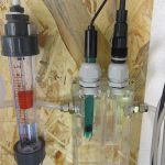 Messzelle mit Elektroden und Durchflussmesser
