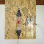Durchflussmesser und die Messzelle (noch ohne Elektroden)